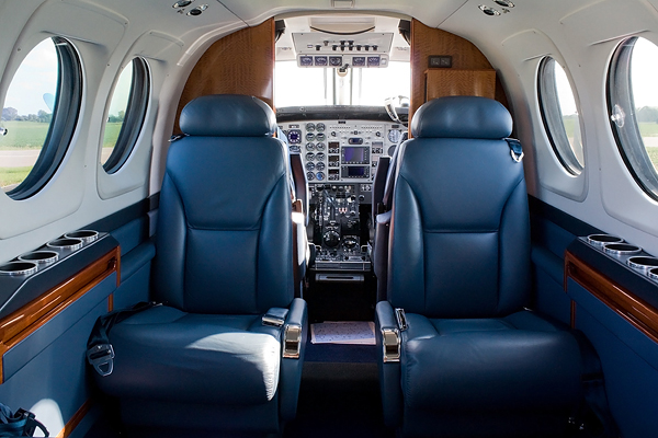REALFLYING - COCKPIT BEECHCRAFT KING AIR C90GT