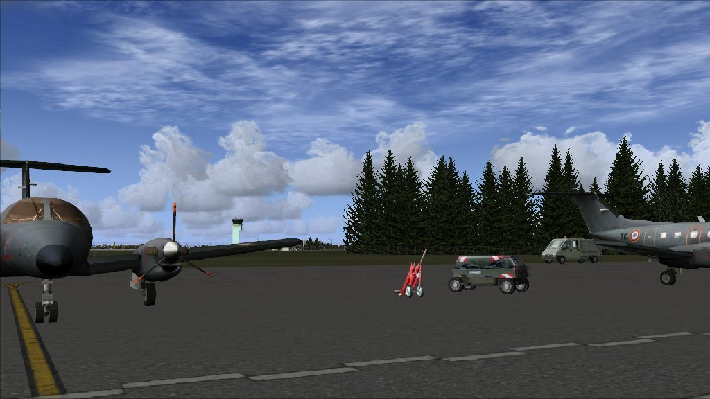 SKYDESIGNERS - FRENCH AIRBASE 702 AVORD
